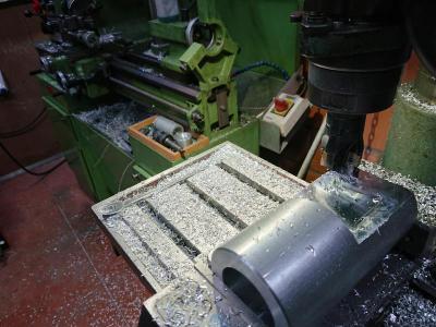 Het vlakfrezen van een vierkantoppervlakte van 80x80mm.
