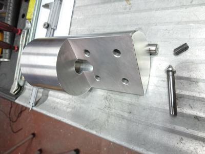 Vol aluminiumstuk gedraaid en gefreesd, is nu volledig klaar voor assemblage met vierkant aluminium profielen arm