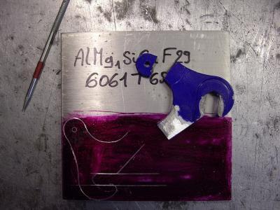 Linkse achterpat uittekenen en overbrengen op een 8 mm. 6061T6 alu. plaat