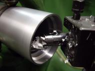 Alumimium kopbuis AlMgSi05 (6061T6) afdraaien op diameter van de 45° lagers .