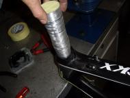 Alumimium kopbuis inpassen in het carbonframe Eddy MERCKX.